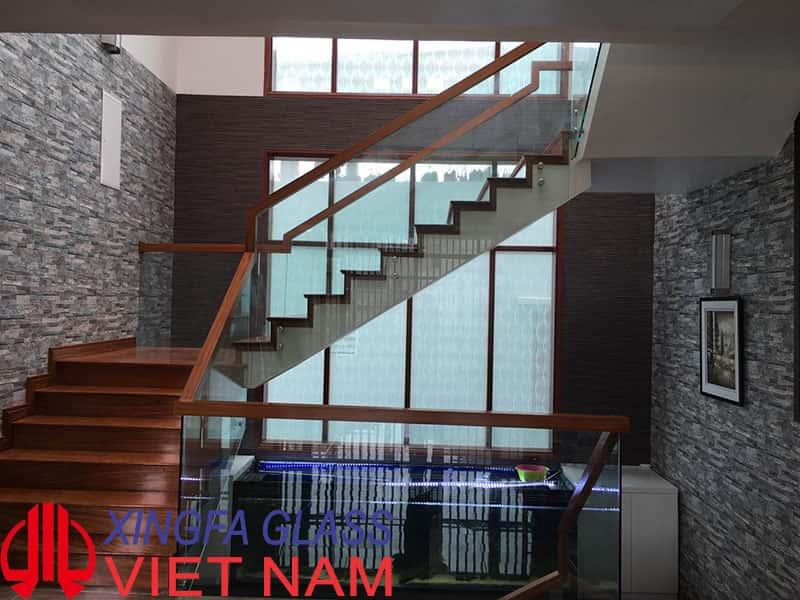 Hệ cầu thang kính trong nhà, kính cường lực 12ly