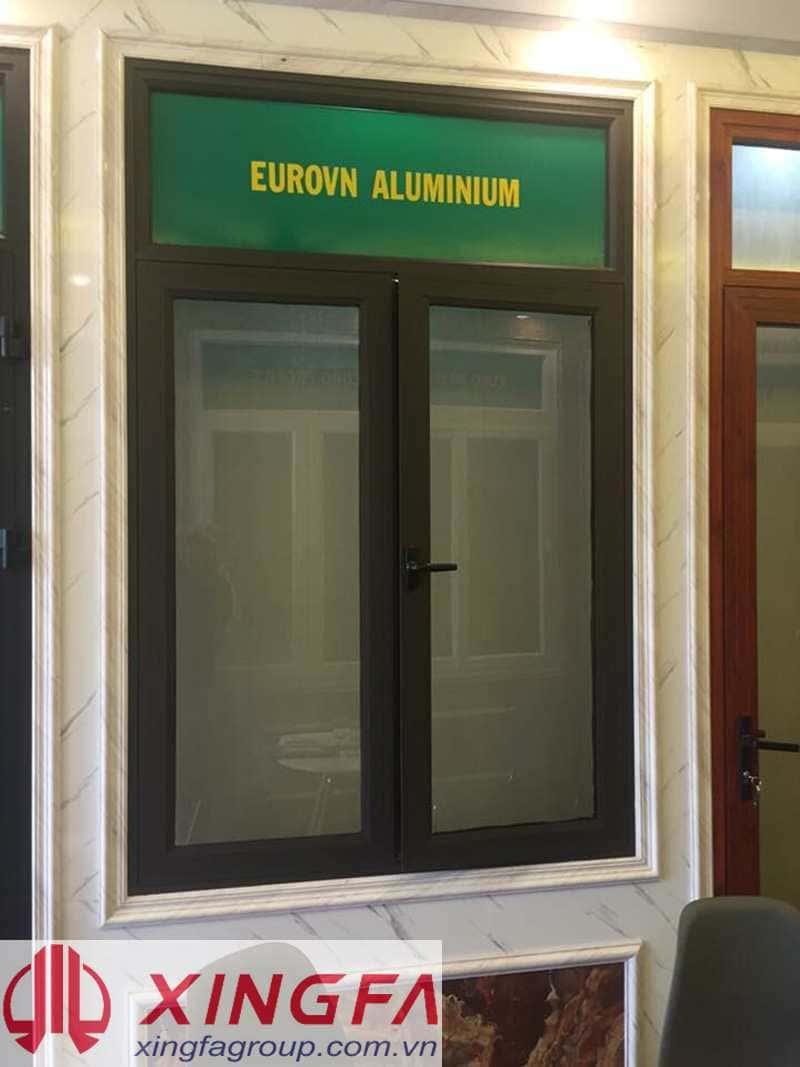 Cửa sổ mở quay 2 cánh nhôm EurroVN