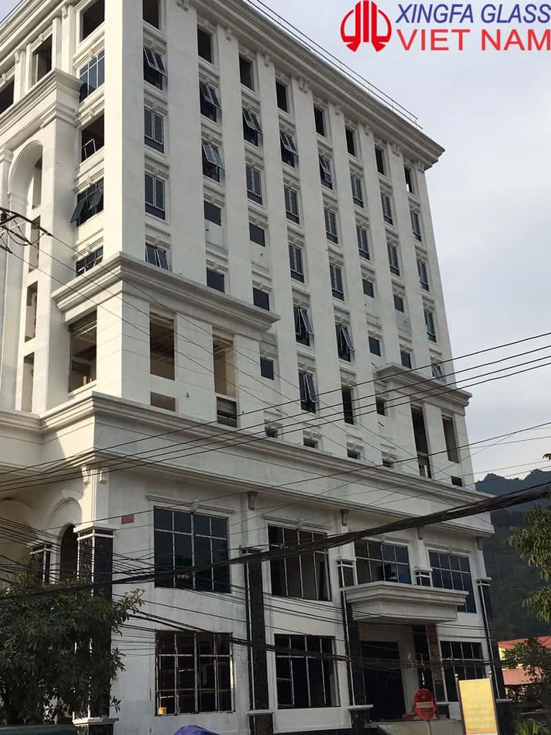 Công trình khác sạn cao cấp tại Yên Minh Hà Giang sử dụng cửa nhôm Xingfa, kính màu xanh 8.38mm HL07